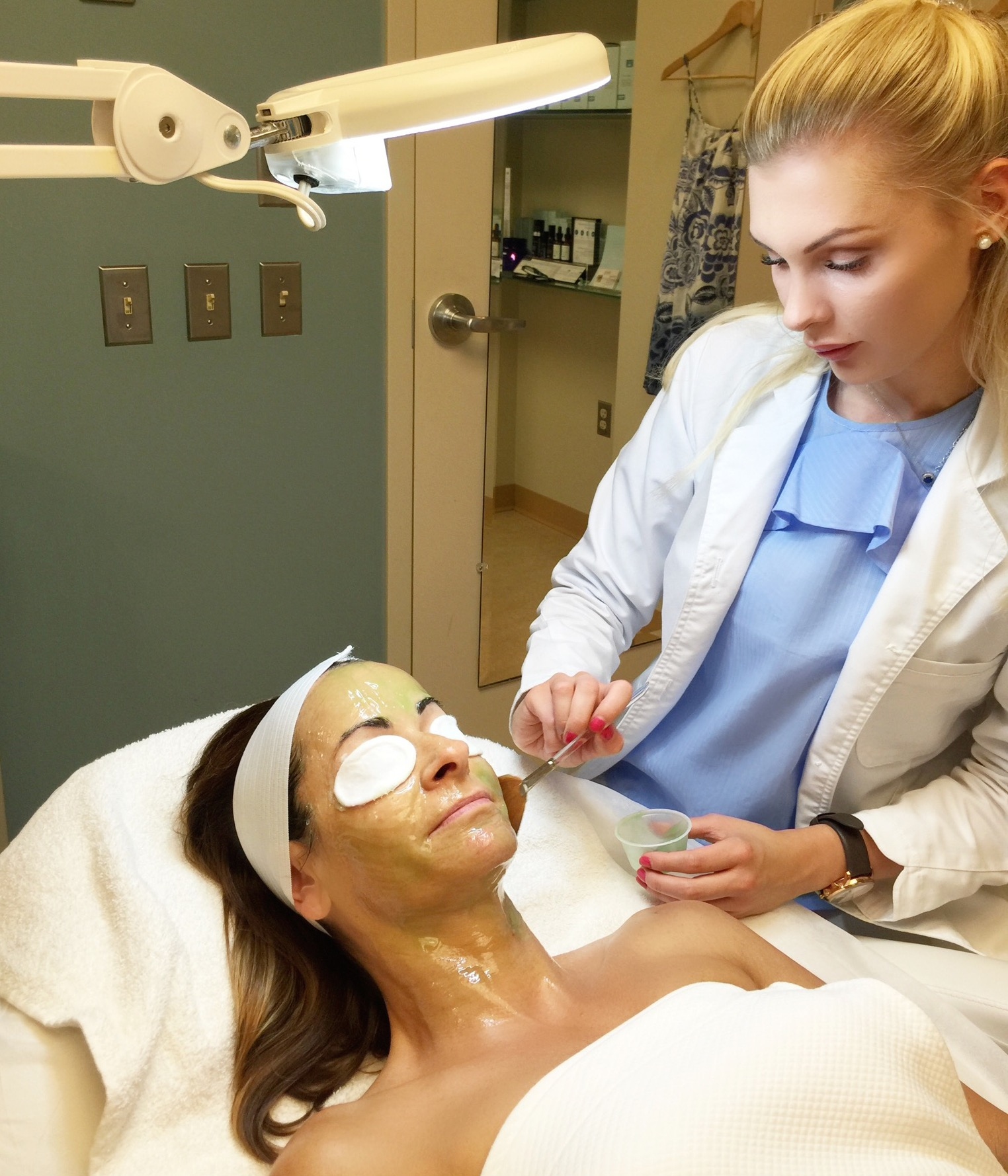 how to become a dermatologist assistant salary